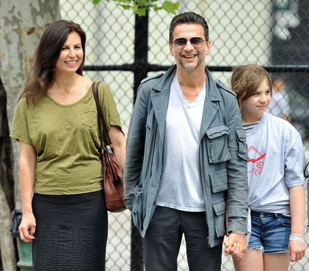 how did dave gahan meet his wife jennifer