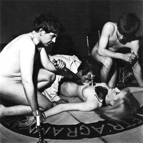 Секс оргия ритуал в масках