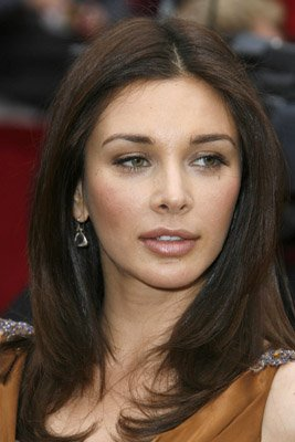 Half Bengali-half Polish Canadian actress Lisa Ray academically excelled in high school and finished 5 years of high school in 4.
