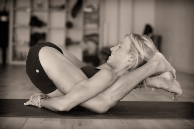 Yoganidrasna pose