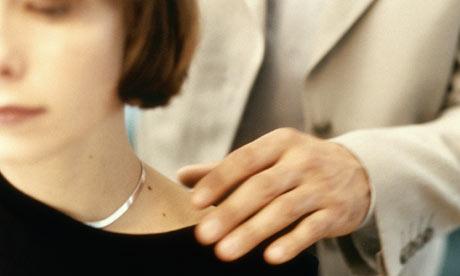 Man-touching-womans-shoul-001