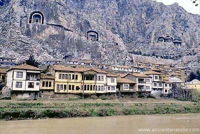 Amasya, sits along the banks of the river-valley of the Yeşilırmak River. Full of old, preserved Ottoman homes and tombs of ancient kings carved into the mountainside, it's a wonderful place to spend time. The region is also famous for it's apples.