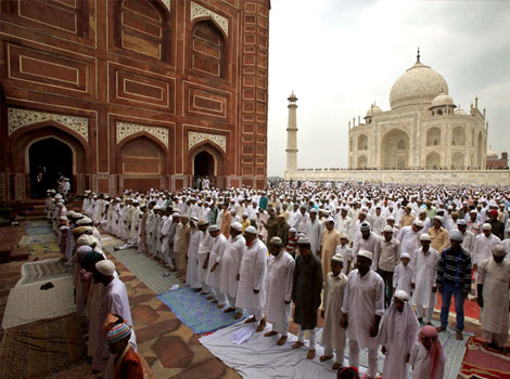 Indian Muslims near the Taj Mahal, praying in the direction of Mecca.