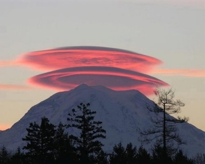 Strange clouds regularly appear over Mount Shasta, California
