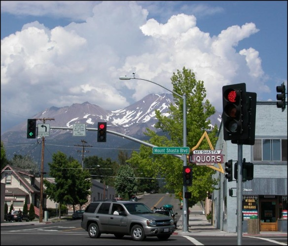 The main corner of Mount Shasta town