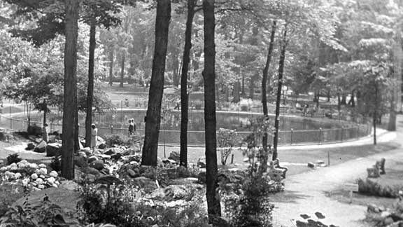 The stream heading off into the pool, Victoria Park 1945. It still pretty much looks the same.